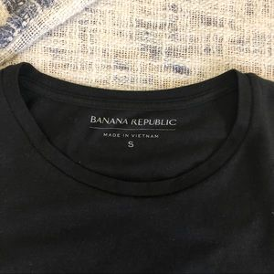BANANA REPUBLIC BLACK TEE